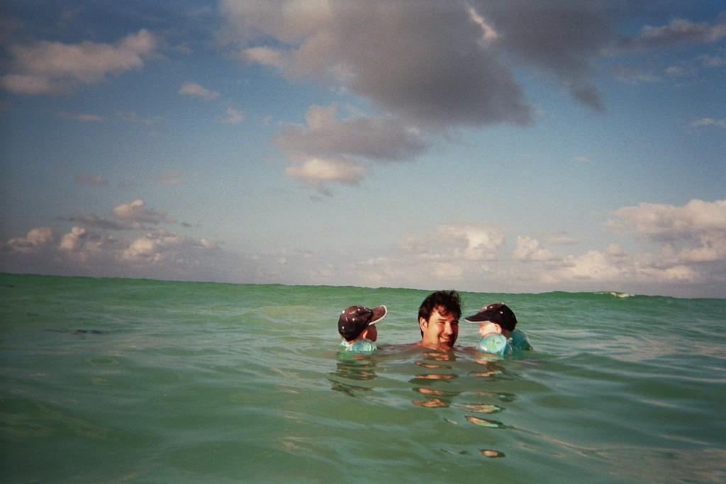 villa-dor-baignade-praslin-seychelles-2007