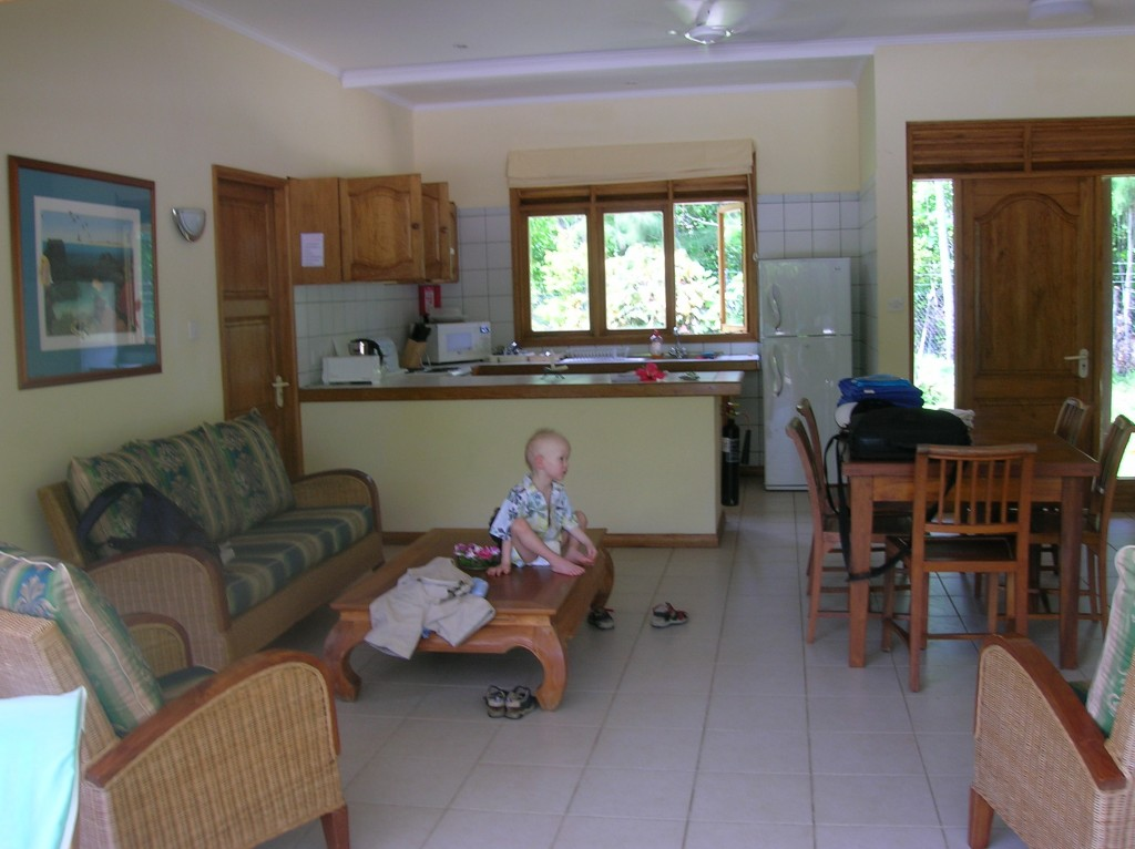 villador-salon-cuisine-praslin-seychelles-2007