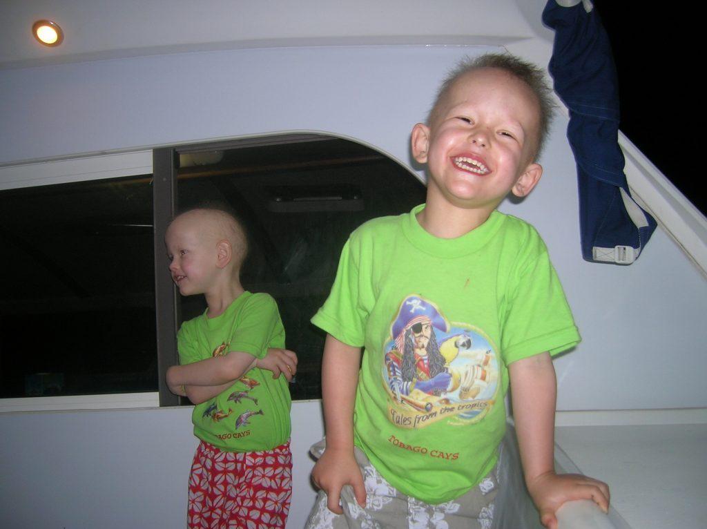 caraibes-janv2008-enfants-heureux-en-cata