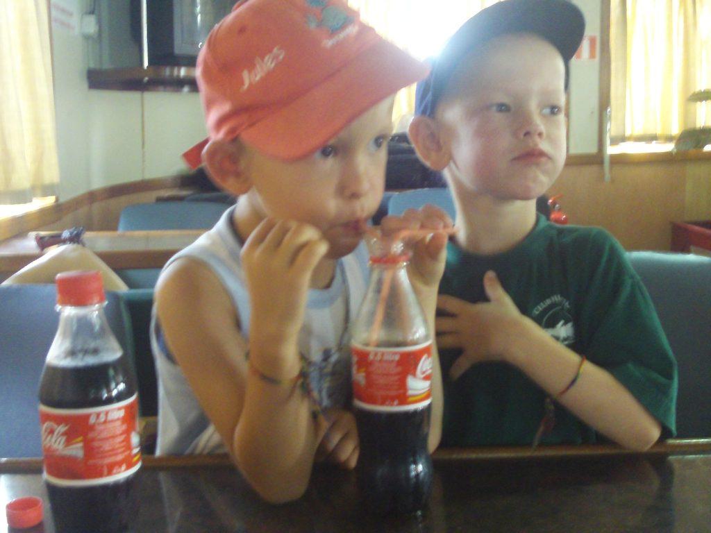 Bateau-cap-vert-juin2009-coca-mal-ventre