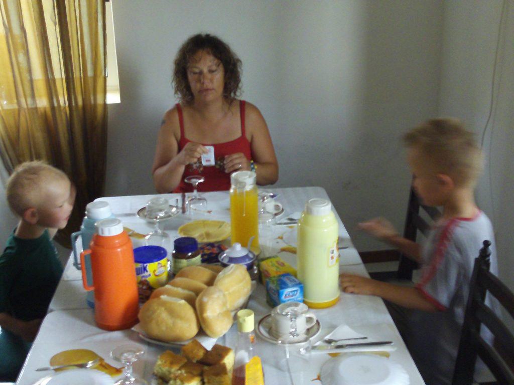 Bateau-cap-vert-juin2009-petit-dej-hotel-santo-antao