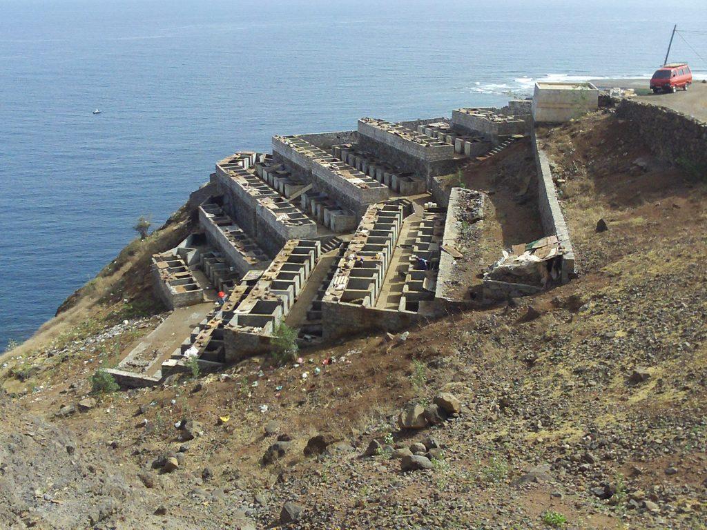 bateau-cap-vert-juin2009-santa-antao-camping-cochons