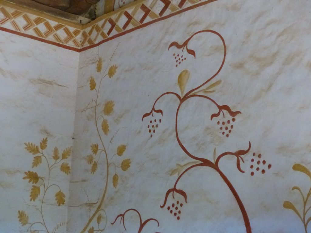 avril17-MFV-deco-peinte-chambres-invites-guedelon