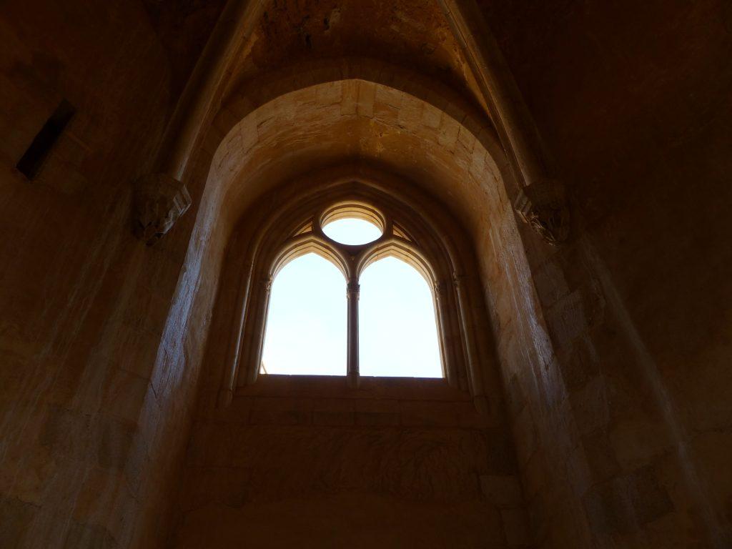 avril17-vitraux-a-venir-chapelle-guedelon